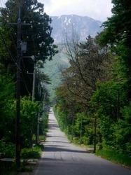 北壁に向かう道路.jpg
